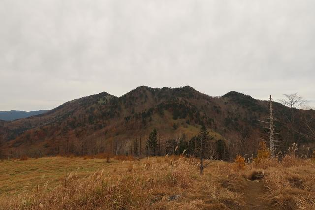 分水嶺からみる奥秩父の燕山・古礼山方面