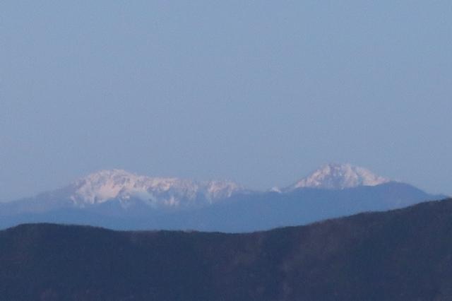 笠取山の山頂から南アルプスの景色