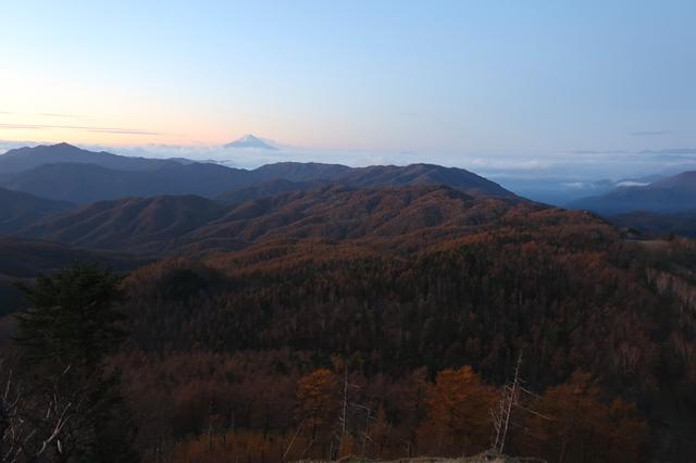 大菩薩嶺へ続く稜線からの富士山