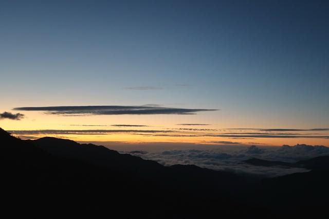 夜明け前の奥秩父の景色