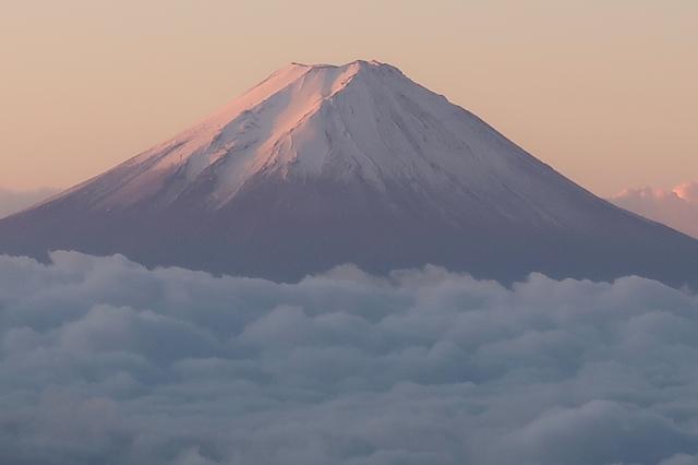 笠取山から富士山朝焼け