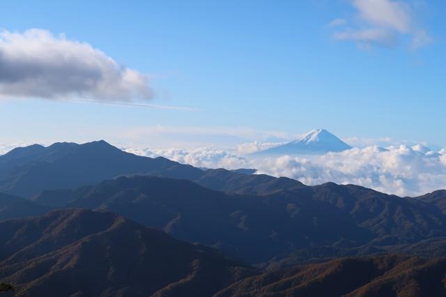 黒エンジュ山ルート上富士山と大菩薩嶺が綺麗