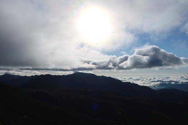 黒エンジュ山から唐松尾山を目指し
