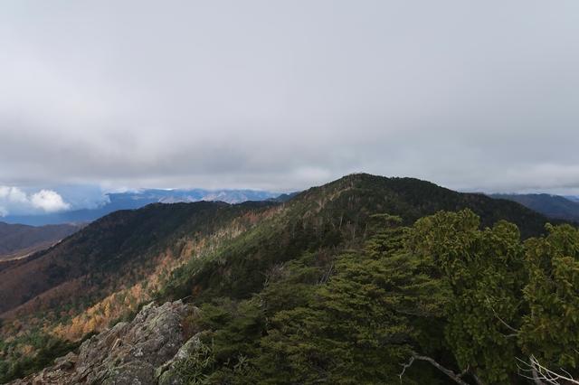西御殿岩から唐松尾山