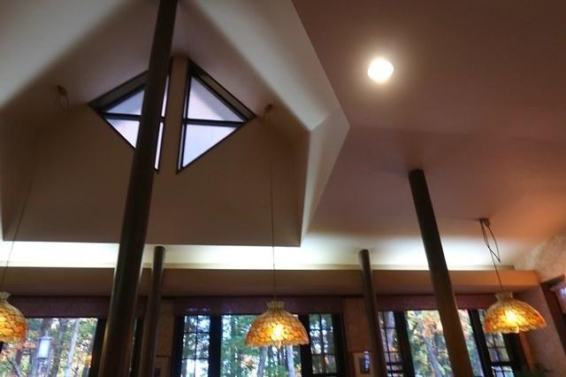 ガロの店内天井も高く、開放的な空間