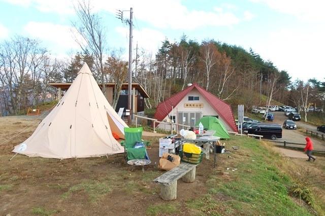 陣馬形山のキャンプスペースサイトが4段
