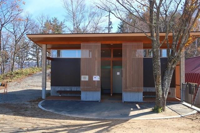 陣馬形山キャンプ場のトイレ
