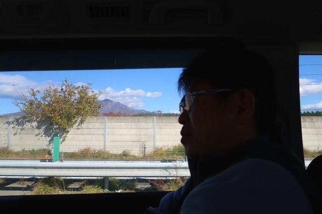 移動中の車窓八ヶ岳