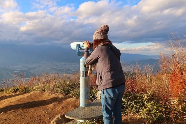 陣馬形山の山頂無料で使える望遠鏡