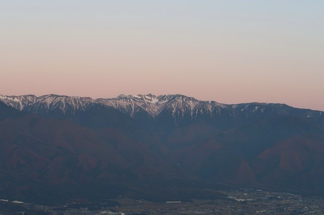 茜色に染まる中央アルプスの山並