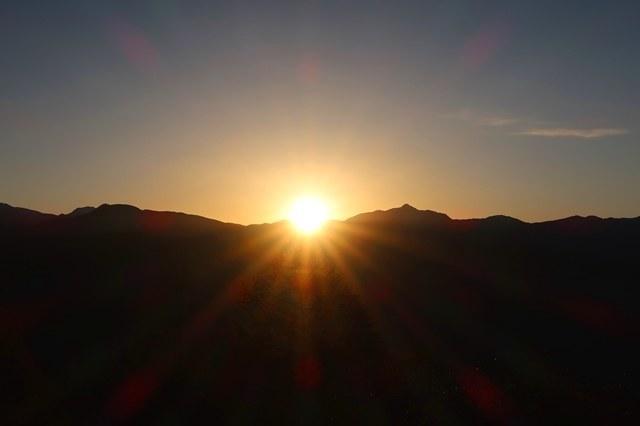 神々しい日の出陣馬形山山頂