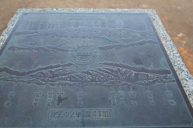 陣馬形山山頂にある風景指示盤