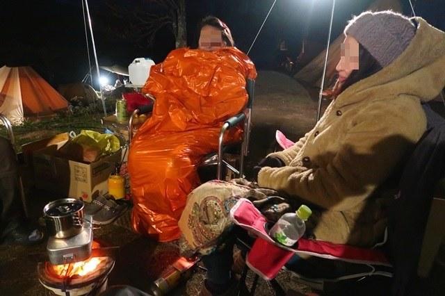 キャンプ場日没と共に寒さが厳しく