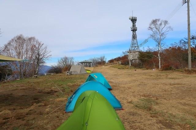 陣馬形山でテント