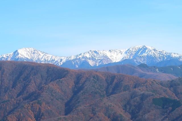 テントやタープを撤収中のアルプスの眺め