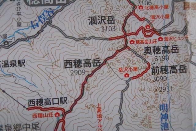 穂高岳から西穂高岳への縦走ルート稜線上は携帯電話を使用する事が可能