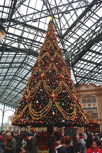 ディズニーランドのクリスマスツリー渋滞