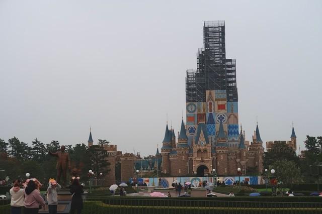 東京ディズニーランドのシンボルシンデレラ城は工事中