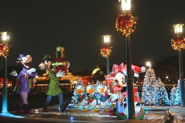 ディズニーランドのクリスマスの夜景
