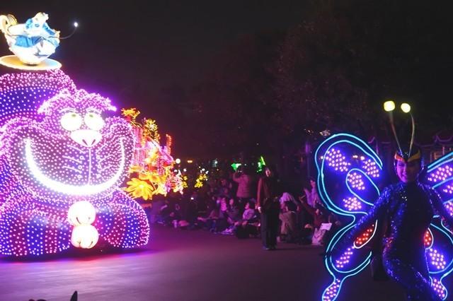 妖艶なパレード