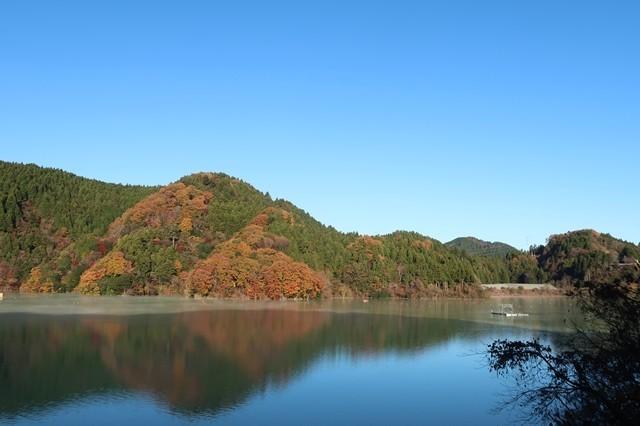 宮ヶ瀬湖畔の紅葉