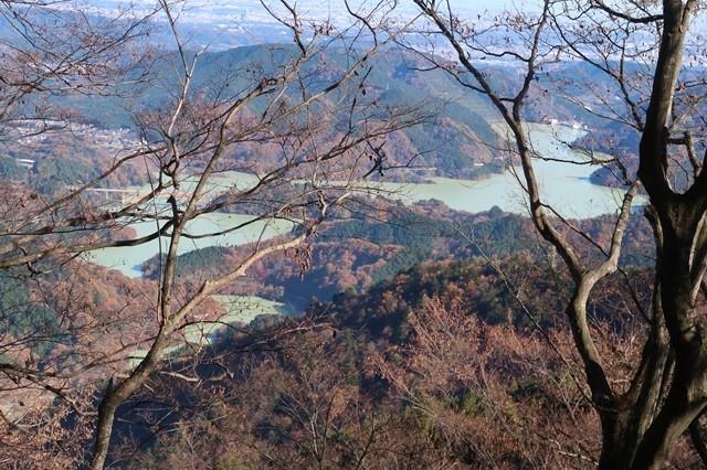 宮ヶ瀬湖も栂立ノ頭周辺から景色