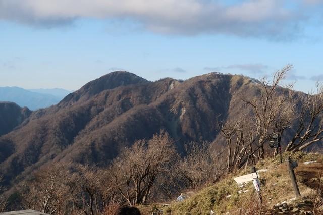 塔ノ岳の山頂から蛭ヶ岳