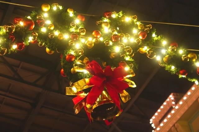 隠れミッキークリスマスムードの飾りつけ