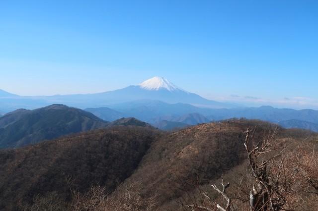 丹沢山塊が誇る富士山の景色