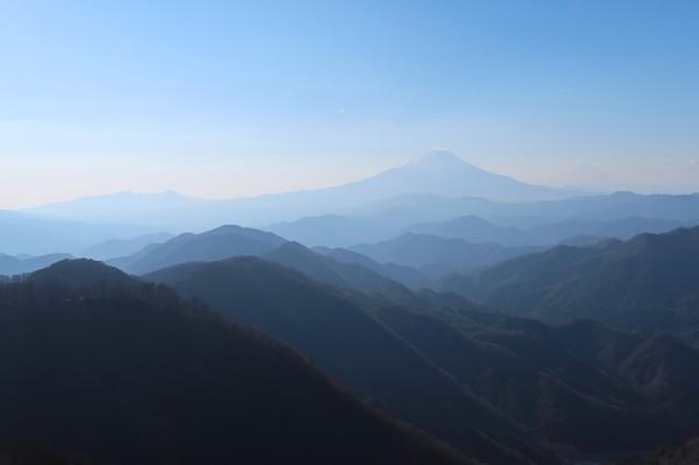 丹沢らしい富士山の景色