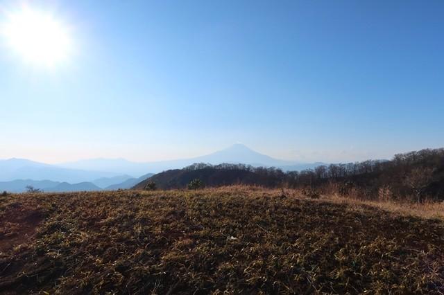 マルガヤ尾根と、後ろに富士山