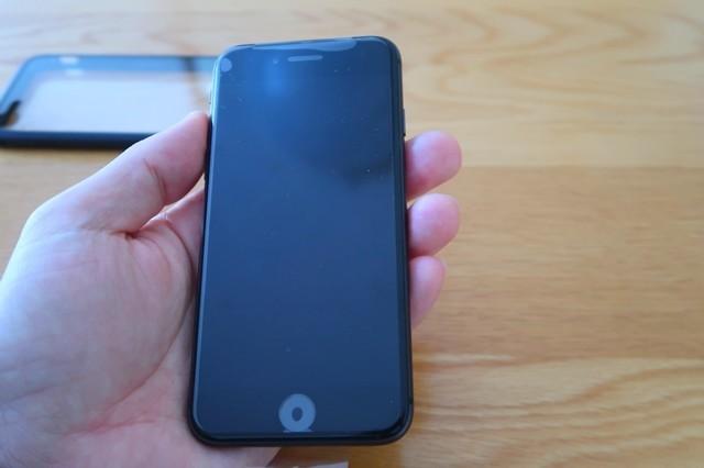 スマホケースに、iphone8をセット