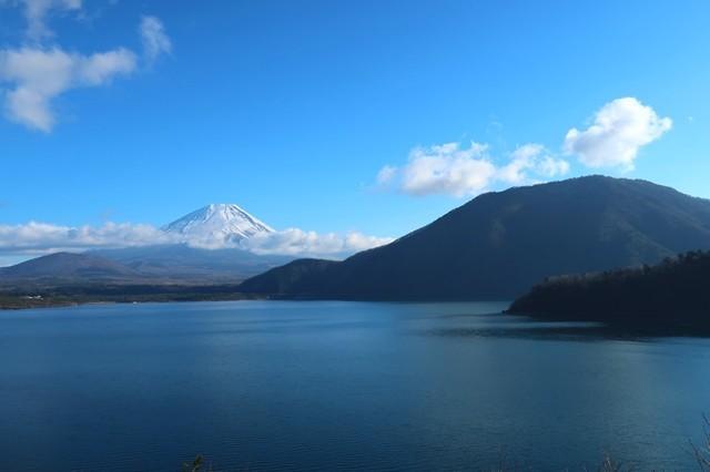 本栖湖と富士山のコラボレーション