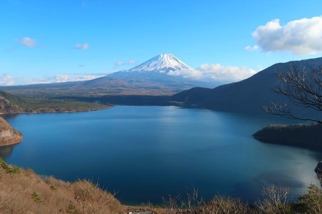 中之倉峠からの富士山・本栖湖の景色