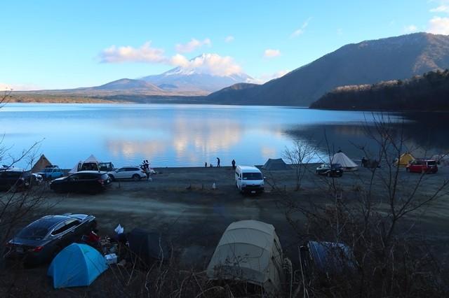 浩庵キャンプ場湖畔キャンプサイト斜面の様子