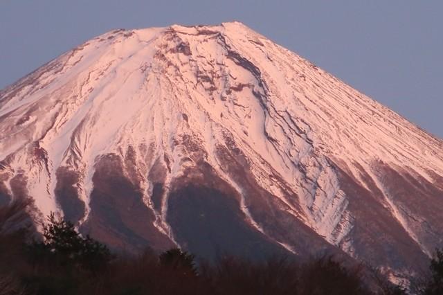 夕日に染まる富士山