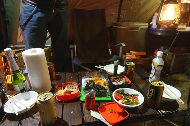 キャンプでお節料理