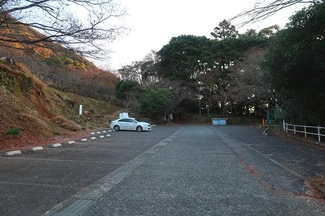 日向薬師梅ノ木尾根の無料駐車場