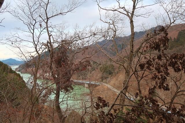 辺室山から土山峠左手に宮ヶ瀬湖
