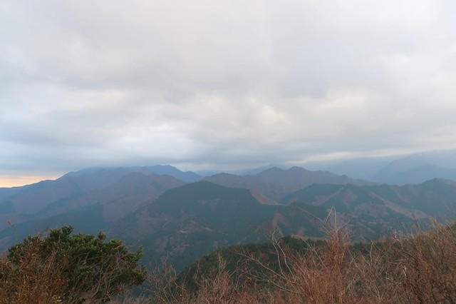 経ヶ岳からの丹沢山塊景色