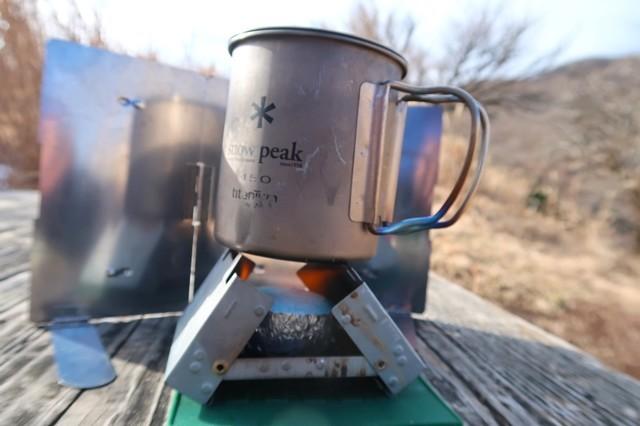 固形燃料ストーブ五徳で水を沸騰