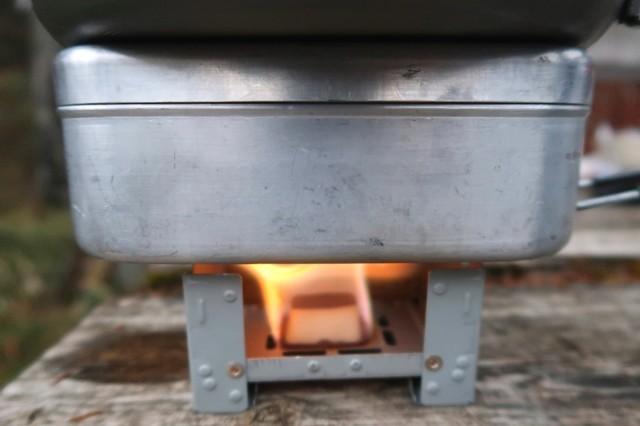 固形燃料ストーブで炊飯