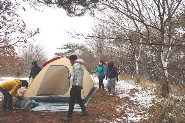大型テントキャンプ設営
