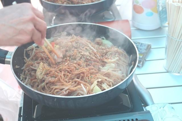 キャンプ料理富士宮やきそば