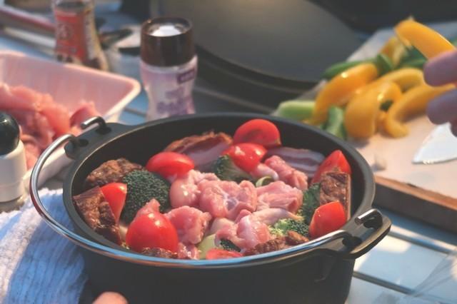 キャンプの料理ダッチオーブン