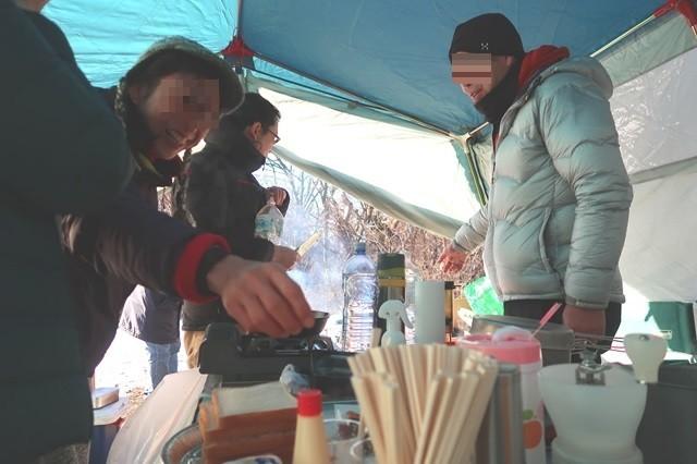 キャンプの朝食作り