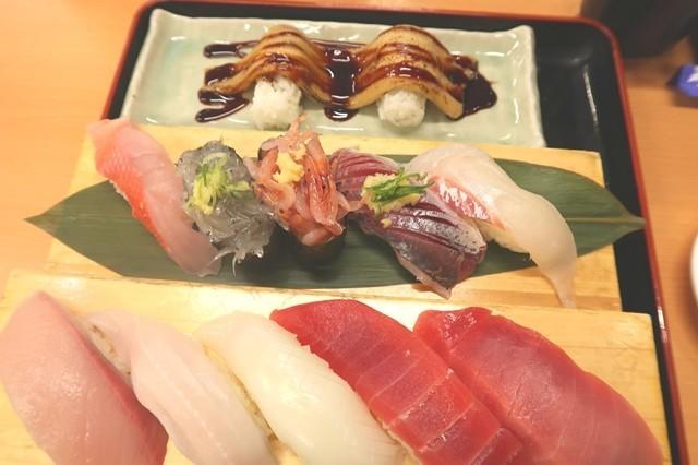 沼津魚がし鮨 流れ鮨で美味しいお寿司