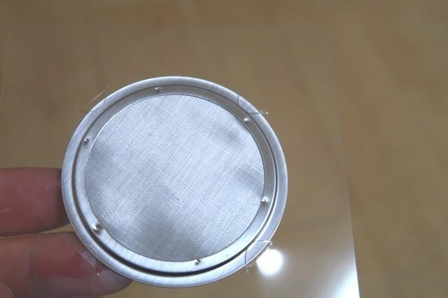エアロプレスコーヒーメーカー用のステンレスフィルター細部の様子