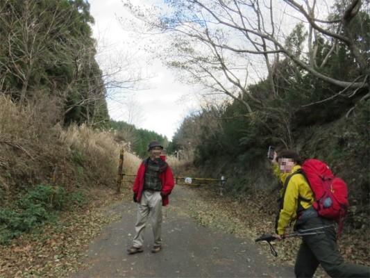 入山登山口林道歩き
