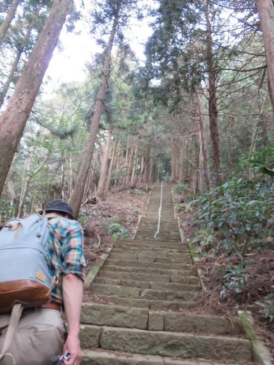 鐘ヶ岳の山頂直下石段